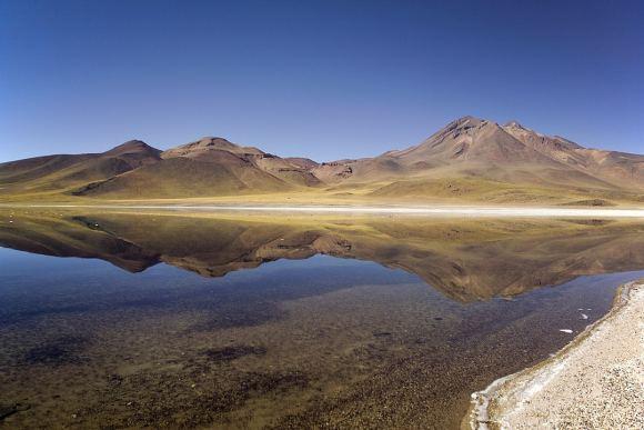Laguna_Miscanti_Antofagasta_Chile_03-580x387.jpg